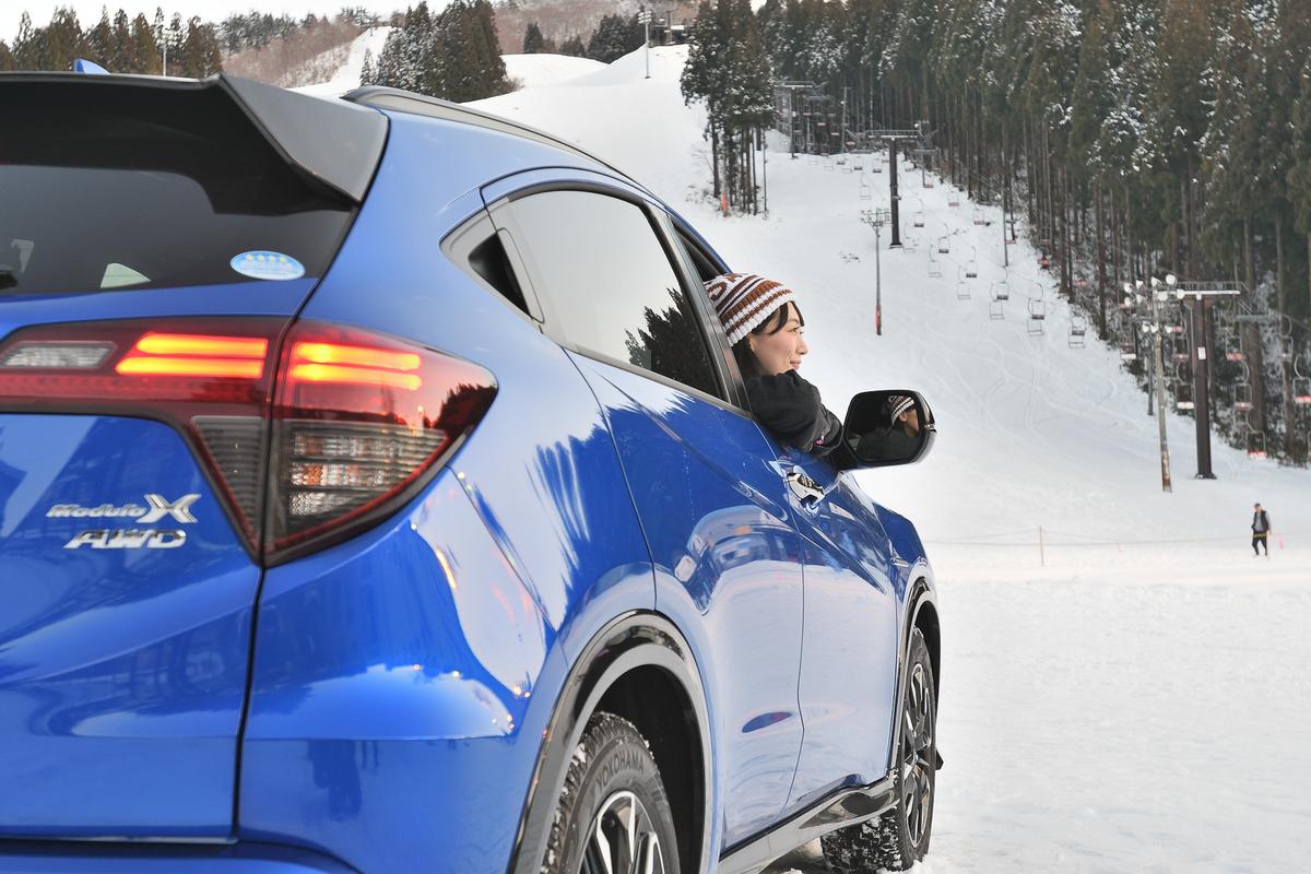 ヴェゼル Modulo Xに雪に強い4WDが追加されました。リアの大型テールゲートスポイラーも特徴的