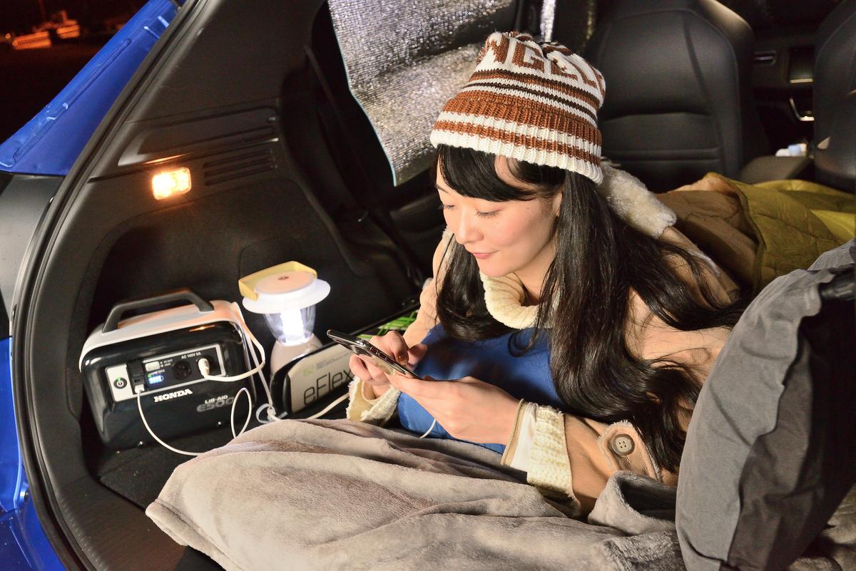 スマホの充電や電気毛布の電源には、Hondaの蓄電池「LiB-AID E500」を使いました