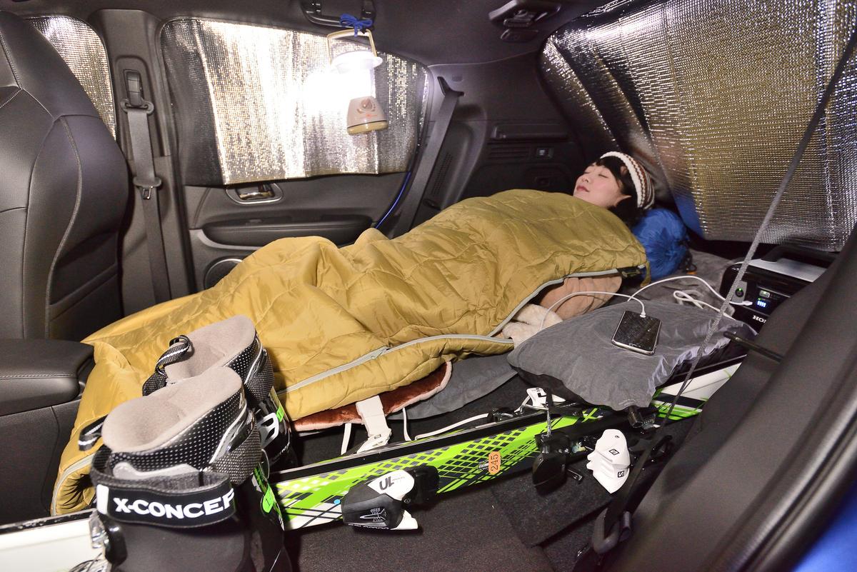 車中泊の車内はこのような感じ。真っすぐ寝られるので疲れもとれます