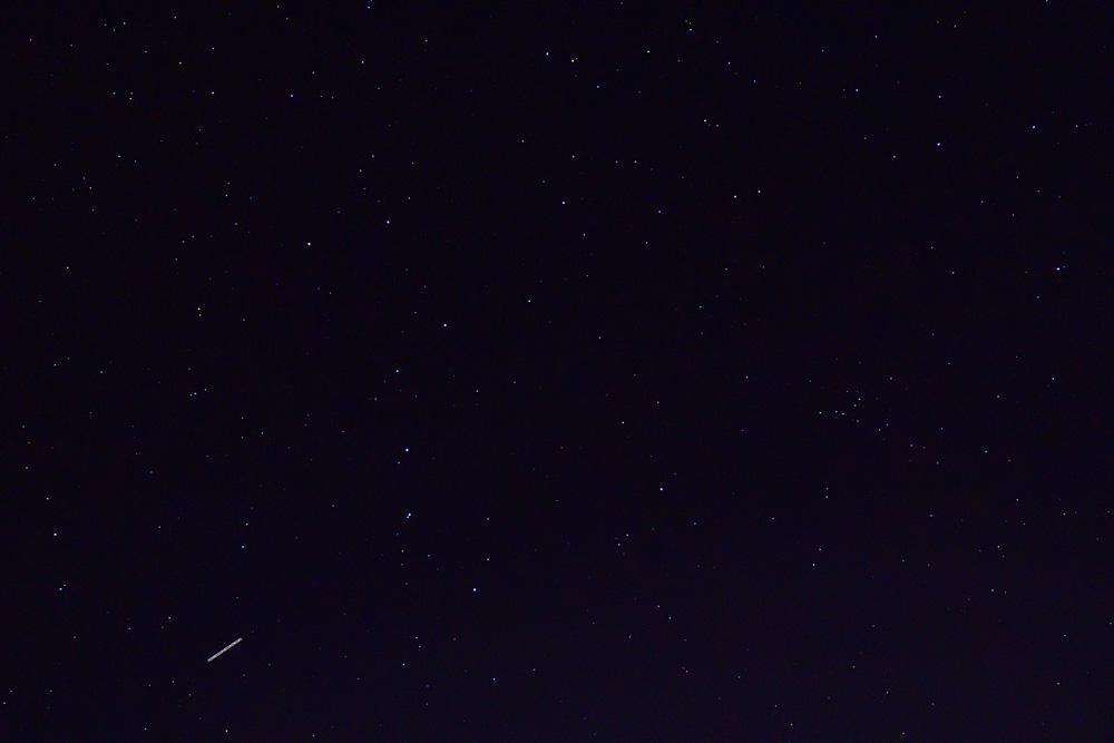 晴れた夜空は星がいっぱい。北斗七星(おおぐま座)が見えますね