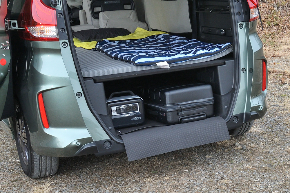 ベッドメイクしたあとも、下のスペースは床下収納のように活用できます