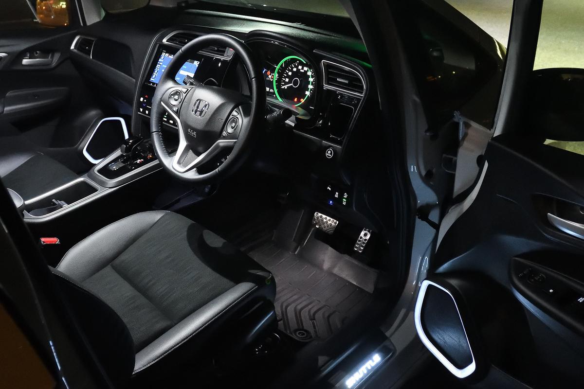 夜の車内を演出するスピーカーイルミネーション