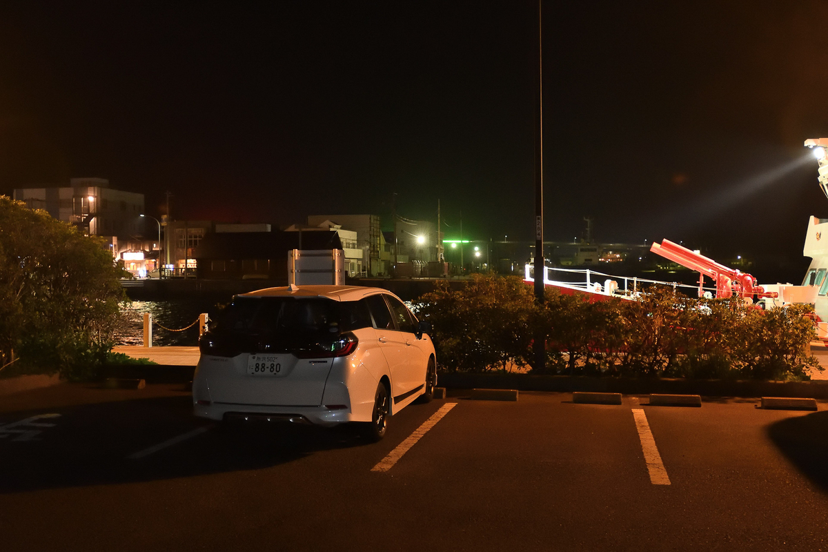 三崎漁港の魚市場近くの「うらり」には、船着き場に近くで車中泊もできる駐車場があります