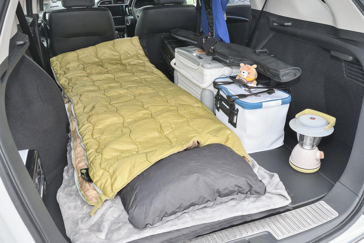 車中泊に向けて、マットと寝袋を置いてベッドメイク完了