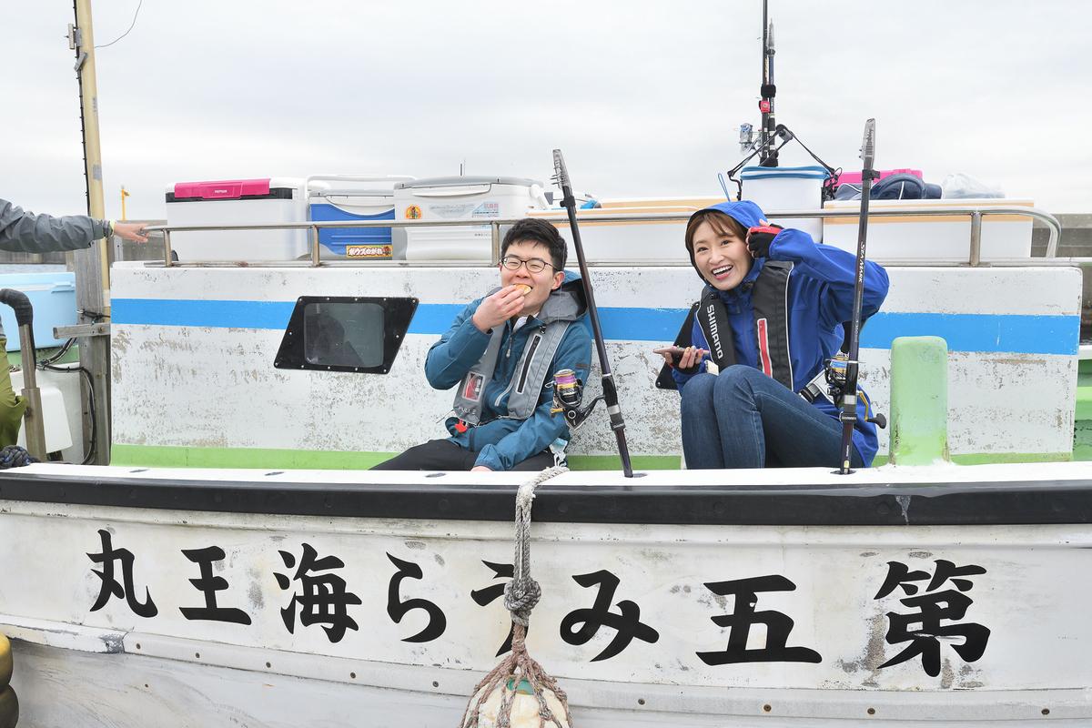 釣りの先生と船で沖まで向かいます