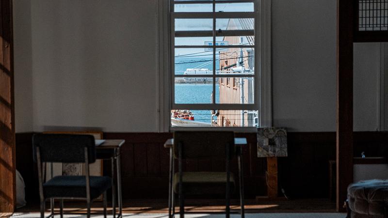 2階の窓から見える景色の写真