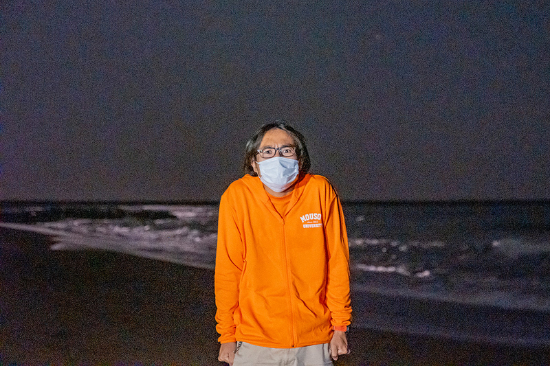 寒そうにしている地主さんの写真