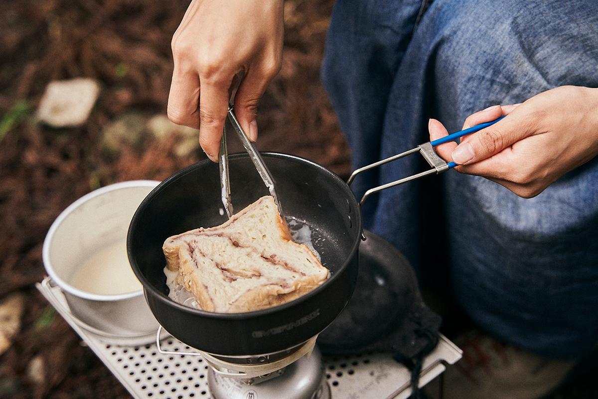 ひたしたあんバターブレッドをフライパンで焼くともさん