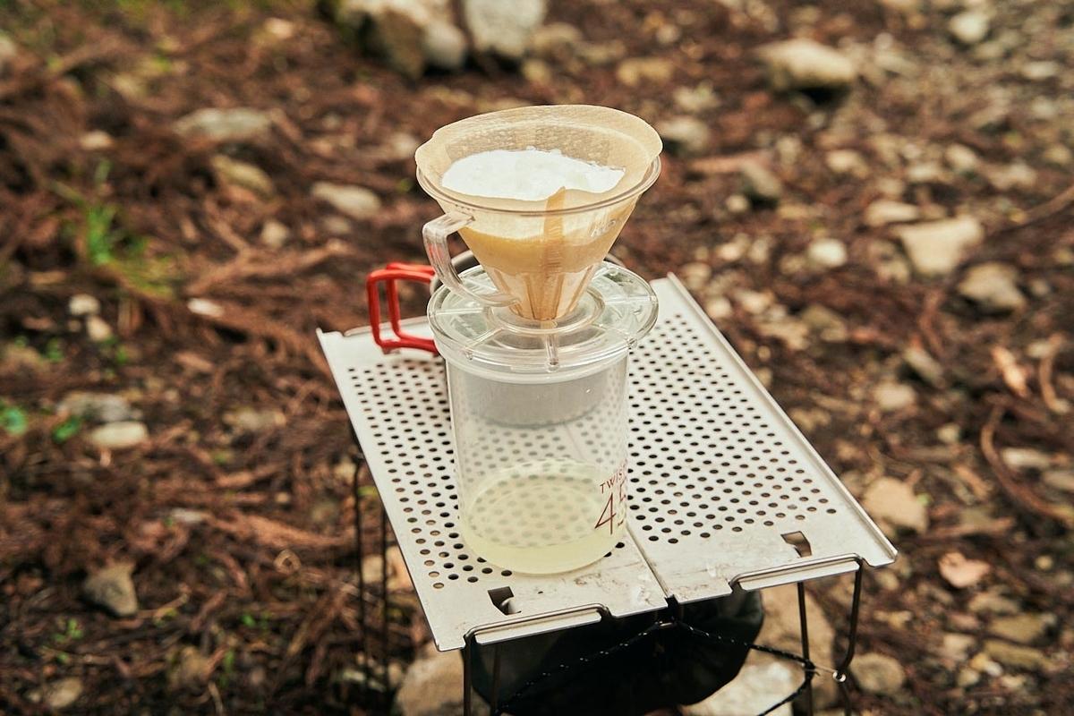 ヨーグルトをコーヒーフィルターで水分を切る