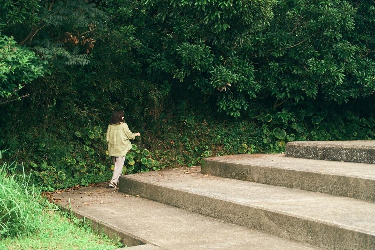 台座を周回する木村