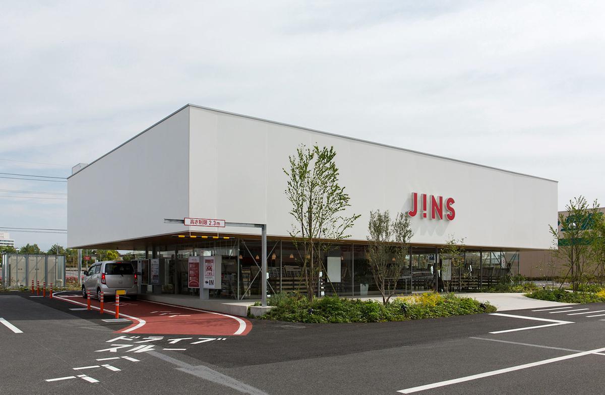 JINSのドライブスルー店舗写真