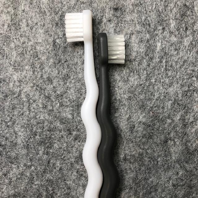 【キャンドゥ】その歯ブラシはまるで人生の縮図 デザインもコスパも最高「モノトーンくねくね歯ブラシ」