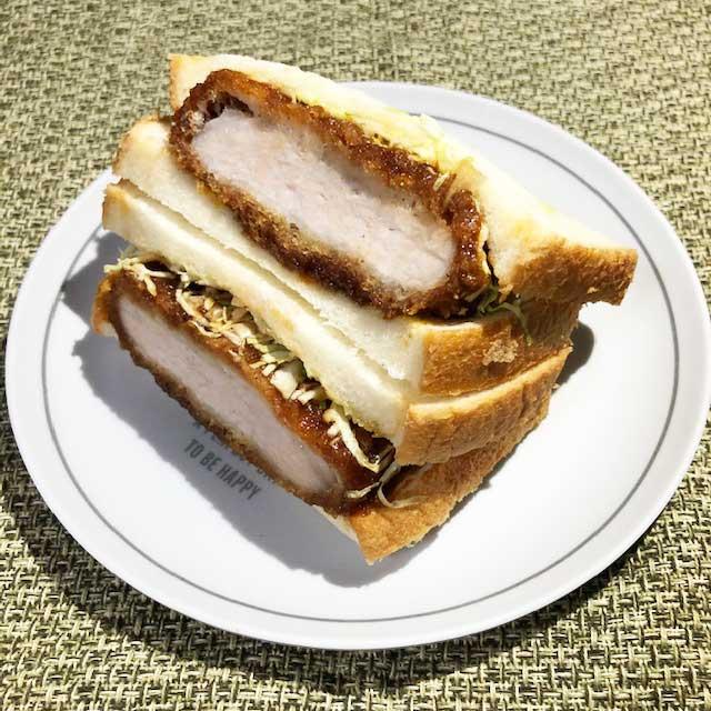 【セブンイレブン】驚きのボリューム レンジでふわもち!チーズ&チキンカツを食べてみた