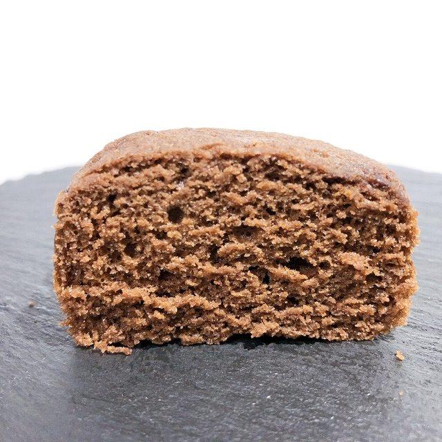 味も濃厚なチョコレート味。140円とは思えない美味しさ