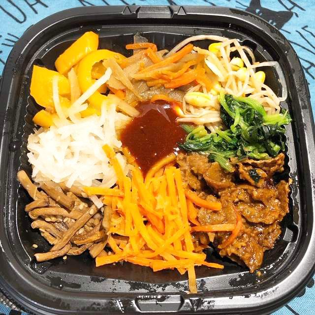 野菜たっぷりとってもヘルシ~ 肉まで大豆ミートでベジタリアンでも安心 ファミマ「大豆のお肉!7種野菜のビビンバ丼」
