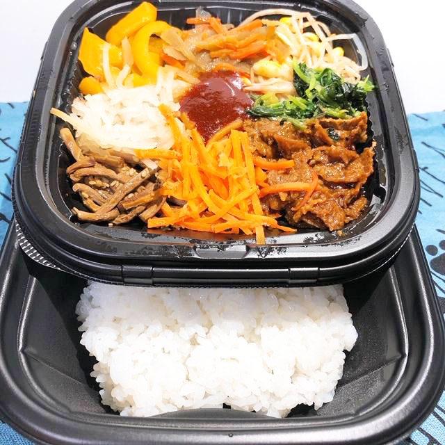 具材とご飯は食べる直前に混ぜるタイプ
