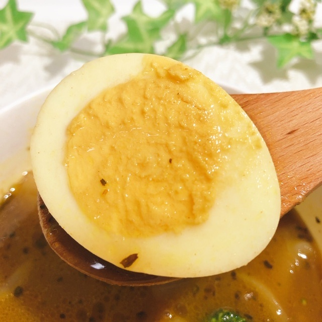 カレースープのしみたタマゴ