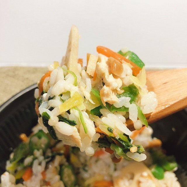 胡麻の風味が野菜の美味しさを引き立てる