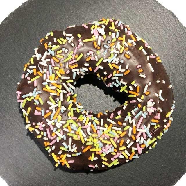 セブン「カラフルチョコドーナツ」を実食