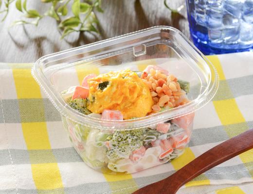 カップデリカ ナッツと1/2日分の緑黄色野菜サラダ