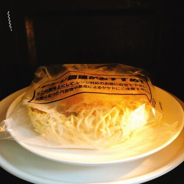 セブン 胡麻が濃厚な担々麺