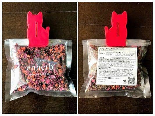 苺とローズ茶の袋入りの表と裏