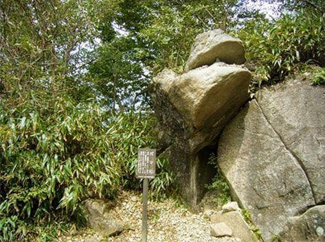 おたつ石コースにあるガマ石