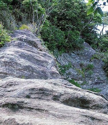 小鋸山へ続く岩稜