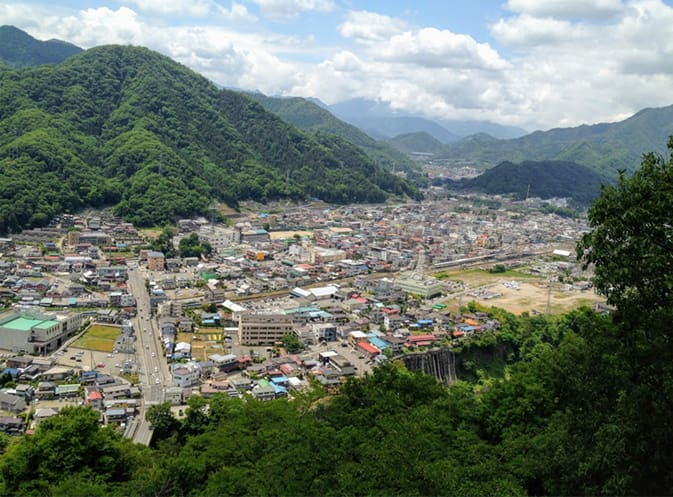 山頂から眺める大月市街