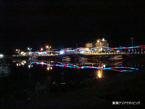 センポルナの夜景、海に光が反射してとても綺麗