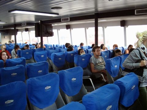 ロンプラヤ船内