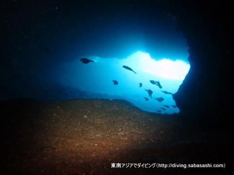 AOWがあれば潜らしてもらえるガト島の長めの水中洞窟