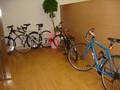 [はてな][オフ]04_入口には自転車ばーん