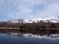 湖面に佇む山もまた美し