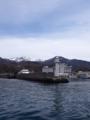 灯台を越えて入港です
