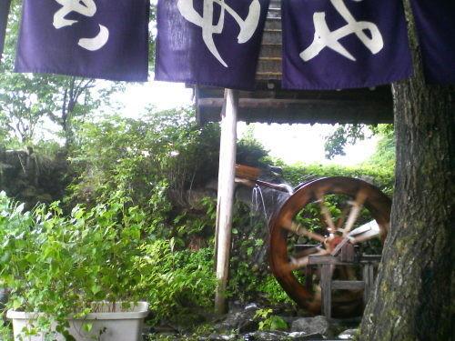 外の水車-そば処みゆき庵[新潟県胎内市夏井]