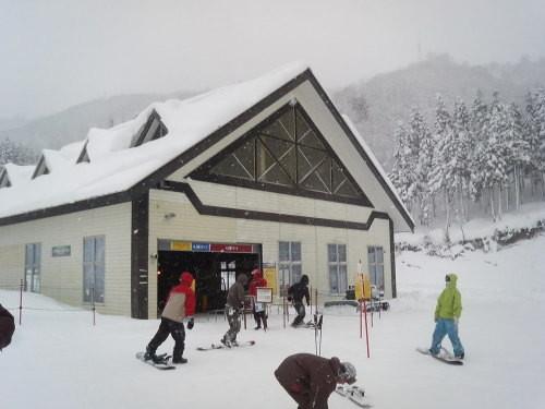 パインリッジリゾート神立(湯沢町)のゴンドラ付近