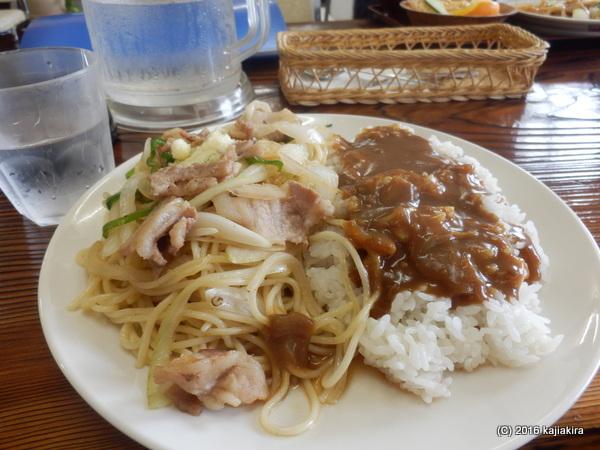 「パーラーつるや(佐渡市)」の肉スパライスカレー