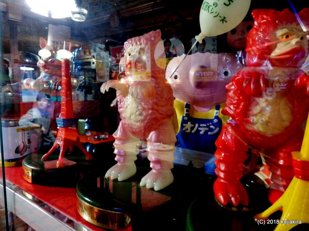 懐かしフィギュアが店内狭しと並ぶ濃いカレーショップ・モカ(長岡市