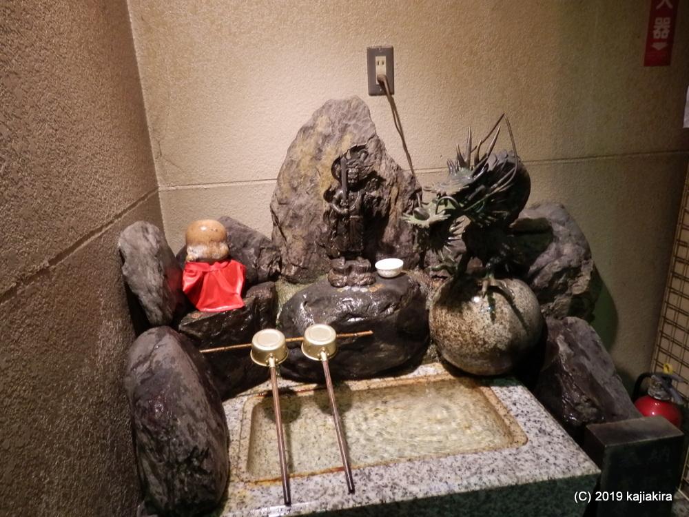 福の神・仙台四郎さんが安置される「三瀧山不動院」(仙台市青葉区)