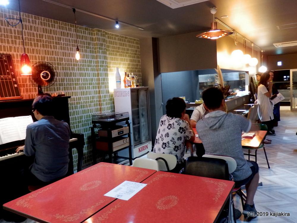 レトロな内装の「喫茶軽食 ルーム217(燕市宮町2)」がオープン