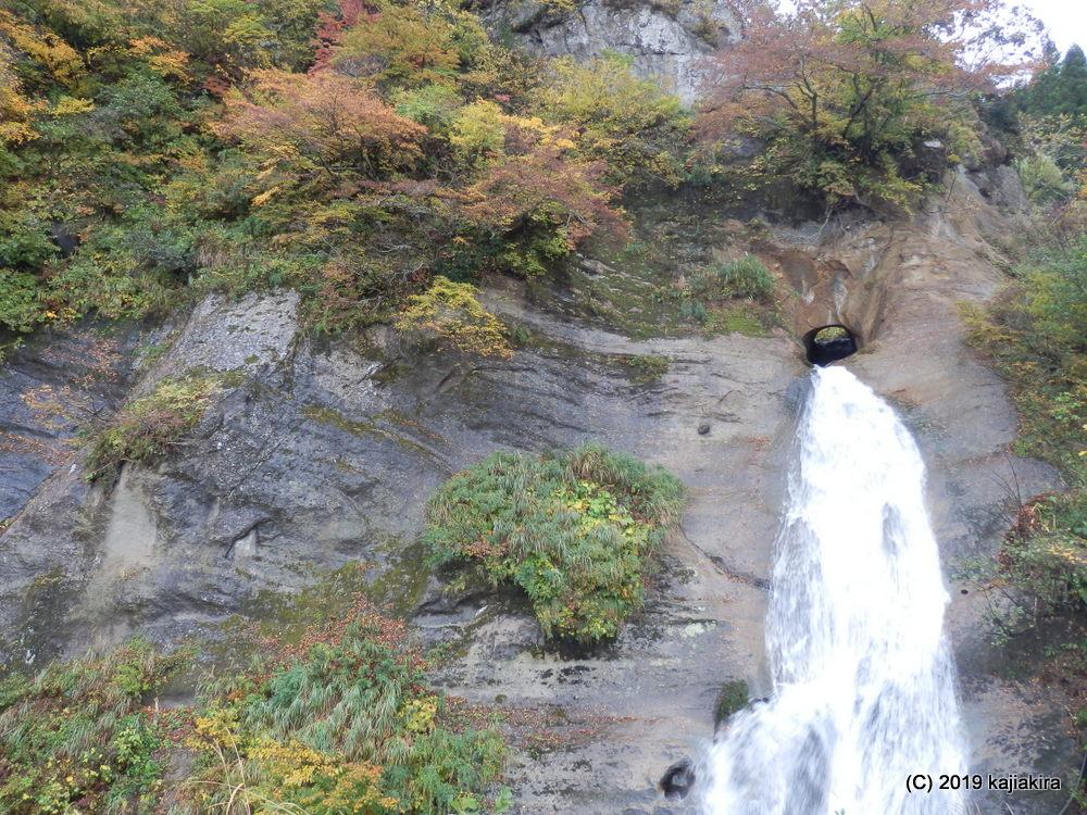 「平家落人伝説の里」平丸地区の「びょうぶ岩公園」