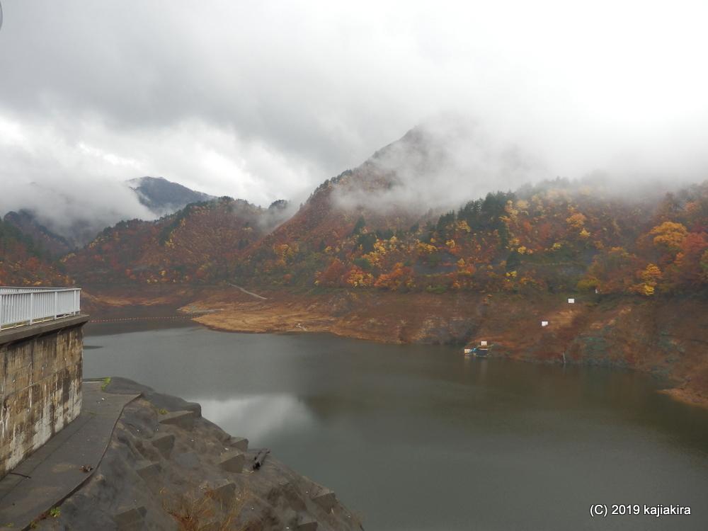 晩秋の「大石ダム」と紅葉の名所「荒川峡」(岩船郡関川村)