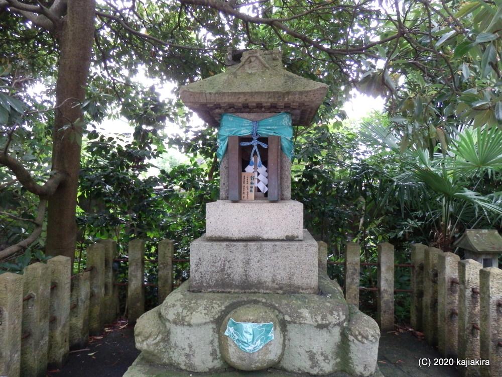 多彩な神々を祀る「五泉八幡宮(五泉市宮町5)」の「七夕風鈴祭」と「神使亀の池」、そして「銭洗所」