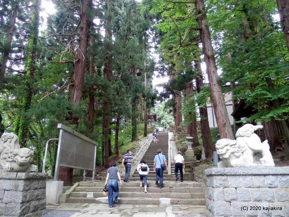 復刻された「疫病退散のお札」求め、東北の伊勢・熊野大社(山形県南陽市宮内)へ