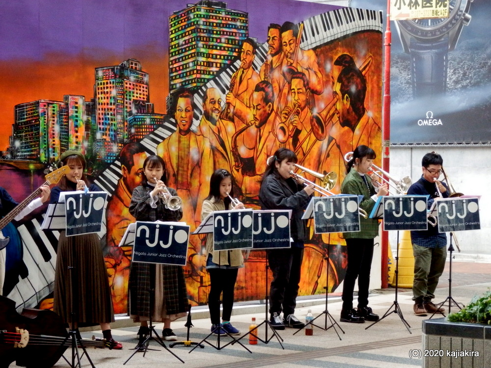 新潟ジュニアジャズオーケストラ@新潟市古町6番町 「デユーク・エリントン」ミューラルアート完成披露ライブ