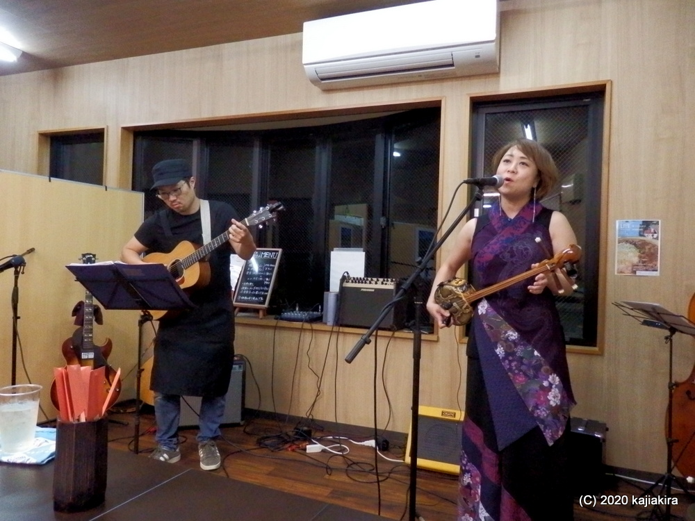 「つばめ餃子」でカレーイベント&ライブ