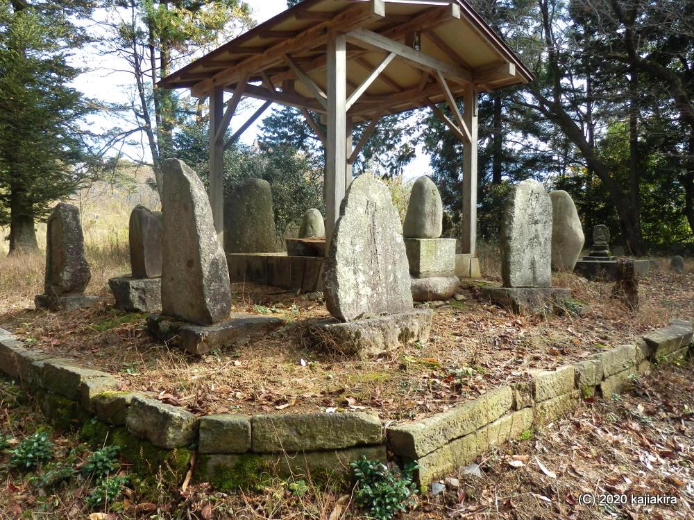「陣馬山(新発田市本間新田)」で謎の神社・石碑群に遭遇