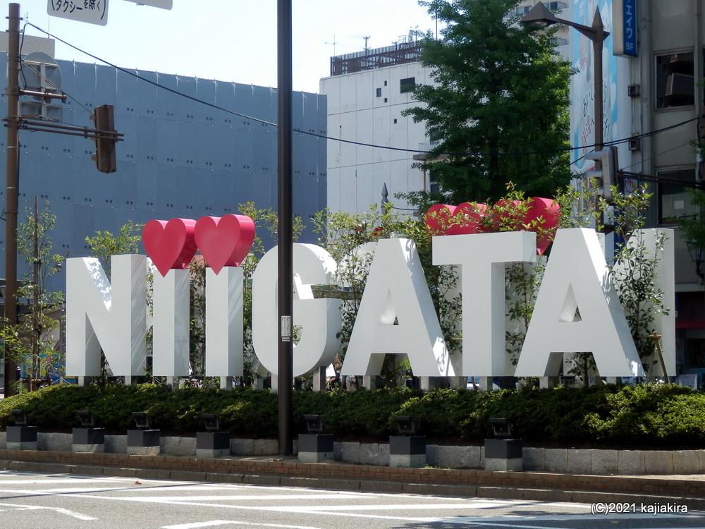 JR新潟前に「NIIGATA」ロゴのオブジェが設置されました。