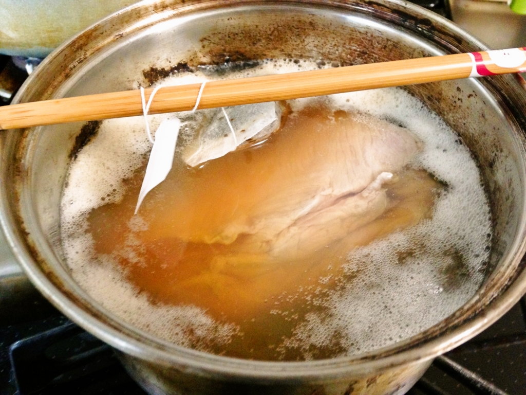 【コスパ最強】おかずにもおつまみにもオススメ・さっぱりジューシーな紅茶豚の作り方